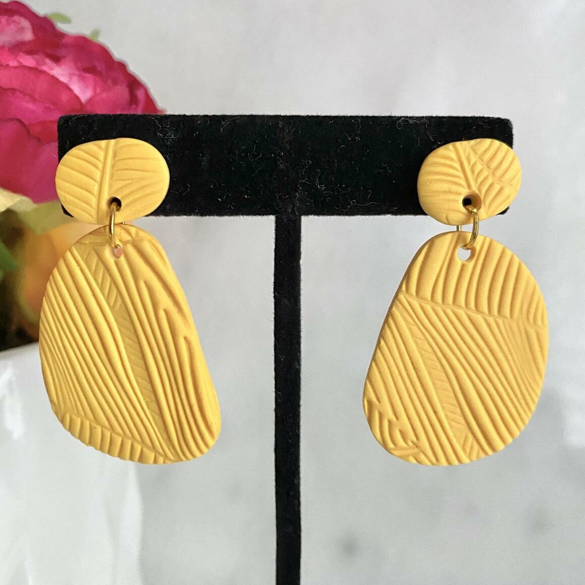 Sunny Dais - Yellow | Trada Marketplace